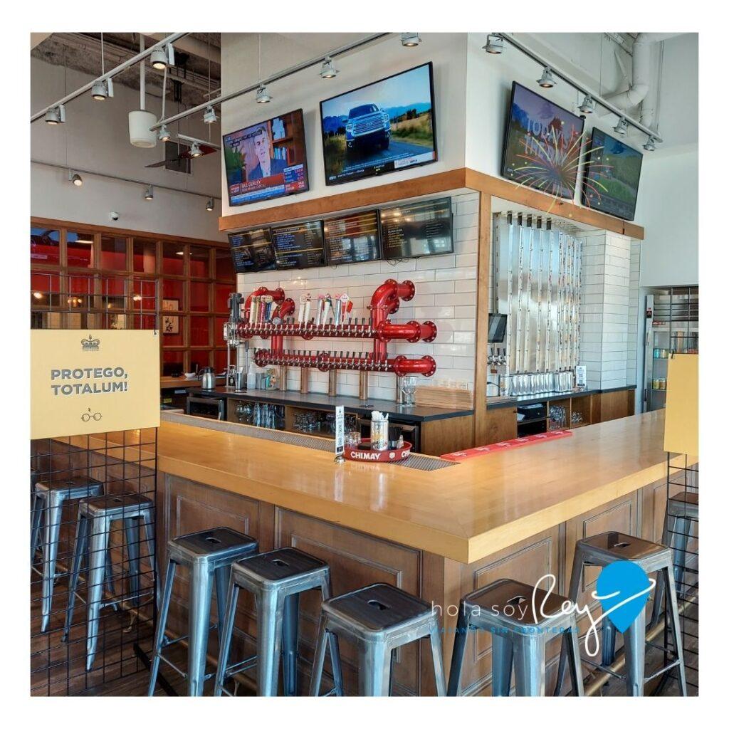 Interior del restaurante. Area de la barra